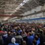 С крупнейшего в России троллейбусного завода уволили больше половины работников